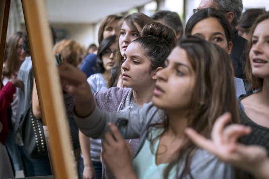 Lors de la publication des résultats du bac 2014 au Lycée Claude Monet, à Paris.