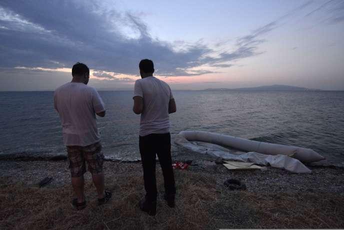 Des réfugiés syriens sur l'île de Lesbos, en Grèce, le 18 juin 2015.