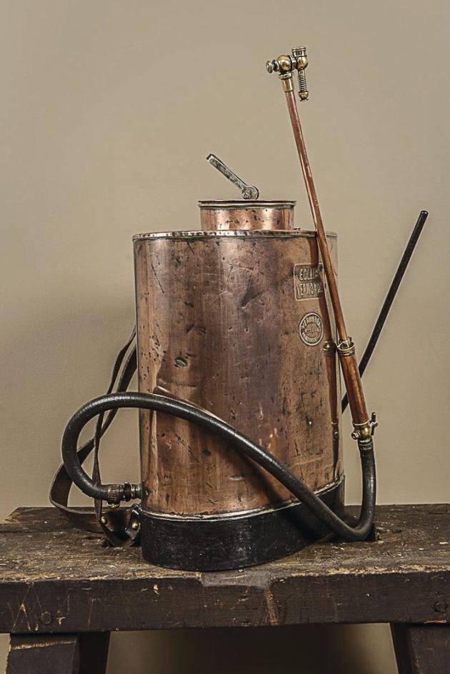 Pulvérisateur de jardin en cuivre (Vermorel).