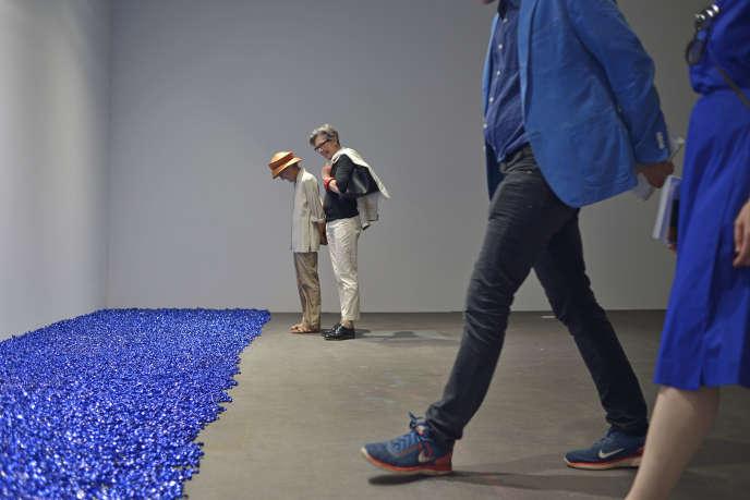 Sturtevant. Gonzalez-Torres Untitled, (Blue Placebo), 2004.