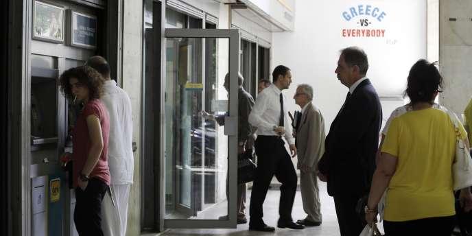 Au total, plus de 80 milliards d'euros auraient quitté la Grèce depuis janvier 2010.    