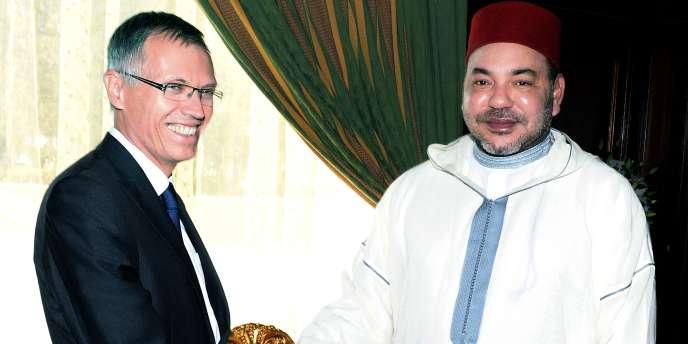 Le PDG du groupe PSA Peugeot Citröen en compagnie du roi du Maroc, Mohamed VI, le 19 juin à Rabat.