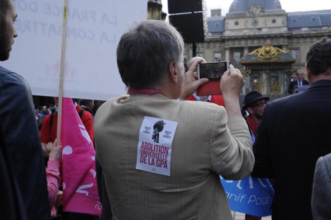 Rassemblement de La Manif pour tous devant le Palais de justice de Paris, le 18juin.