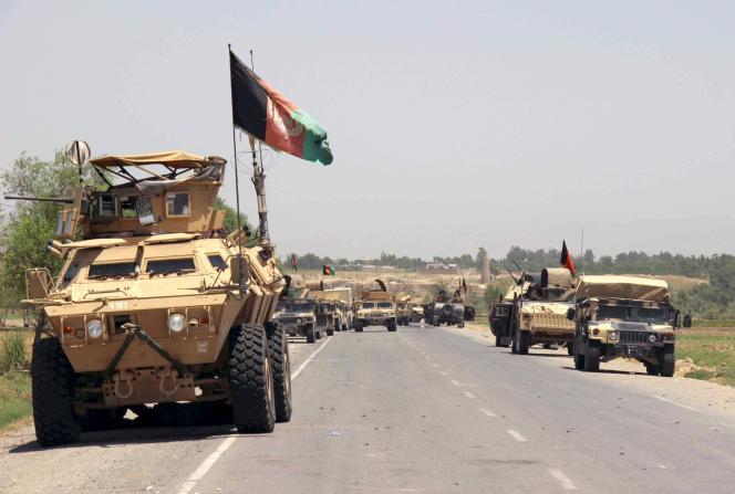 Des blindés des forces afghanes à proximité de Kunduz, le 21 juin 2015.