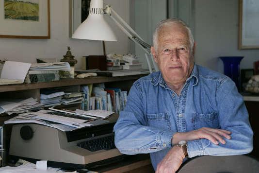 L'écrivain James Salter, dans sa maison, le 30 mars 2005, à Bridgehampton, New York.
