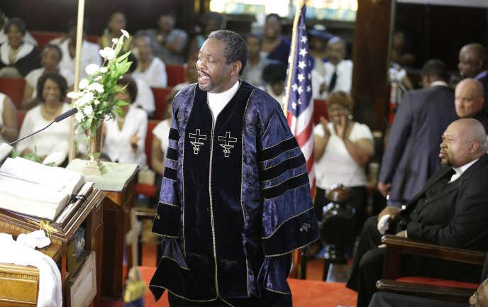 Le révérend Norvel Goff qui célébrait l'office à Charleston, dimanche matin.