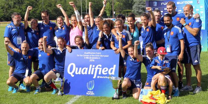 Les Bleus célèbrent leur titre européen et leur qualification pour Rio 2016.