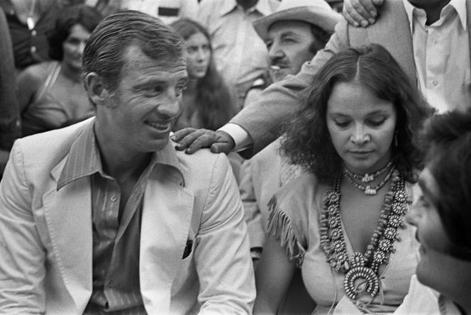 Laura Antonelli a été la compagne de Jean-Paul Belmondo de 1972 à 1980, à une époque où elle vivait à Paris et tournait plusieurs films avec des metteurs en scène français.