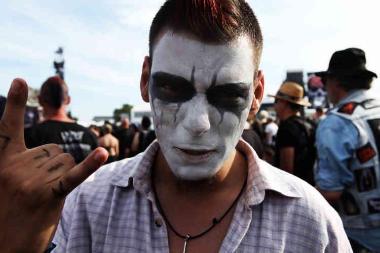 """Festival """"de l'enfer"""" oblige, les cornes du démon ont été brandies par la plupart des festivaliers."""