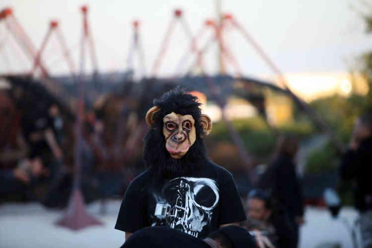 """Les """"hellfestivaliers"""" ont redoublé d'effort pour apporter une touche d'originalité à leur costume."""