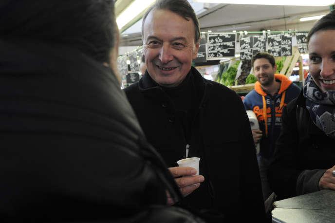 Rémi Muzeau, le nouveau maire (UMP) de Clichy-la-Garenne, lors de la campagne des départementales le 15 mars 2015.