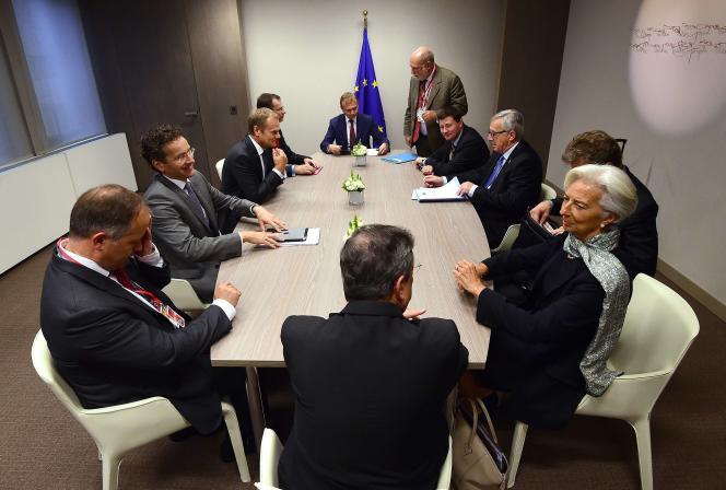 Le président de l'Eurogroupe Jeroen Dijsselbloem, la directrice générale du FMI Christine Lagarde, le président de la BCE Mario Draghi (de dos), le président de la commission Jean-Claude Juncker, le président du conseil européen Donald Tusk le 22 juin à Bruxelles.