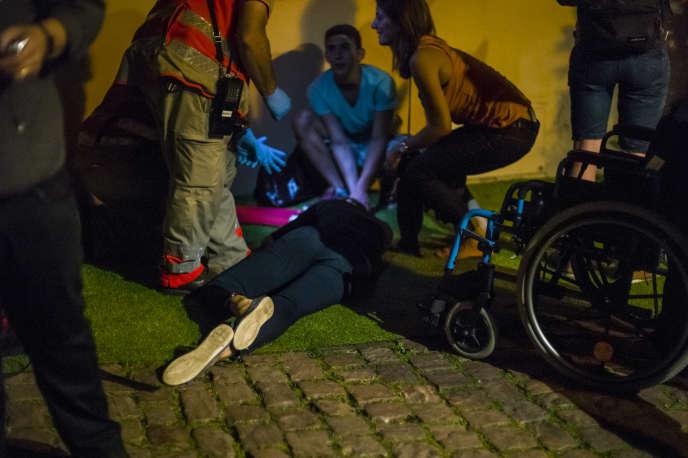 Intervention de la Croix-Rouge lors d'une fête, en Alsace.