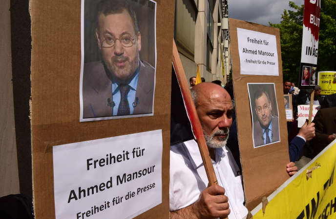 Le journaliste vedette d'Al-Jazira Ahmed Mansour a été arrêté par la police allemande à l'aéroport de Berlin, le 20 juin.