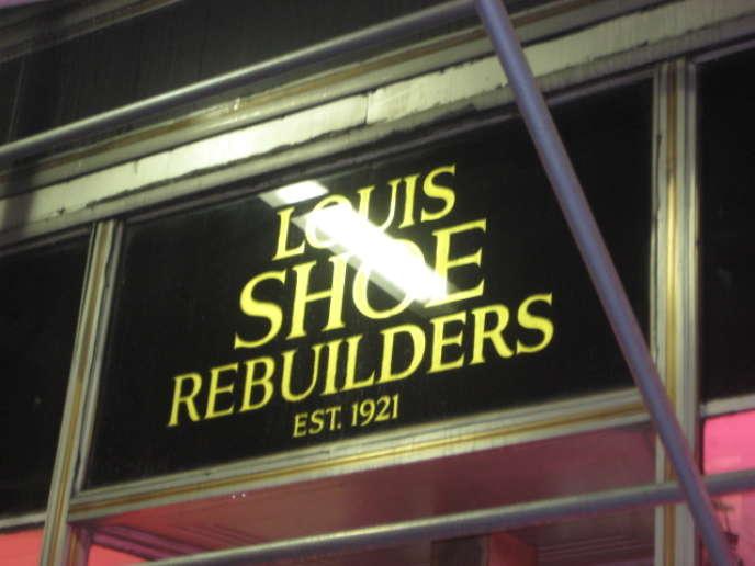 Louis Shoe Rebuilders, la boutique de cireur, dans l'Empire State Building.