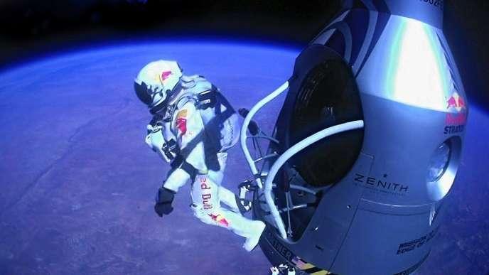 L'Autrichien Felix Baumgartner a sauté de plus de 39 000 mètres d'altitude, atteignant officiellement 1,24 fois la vitesse du son.