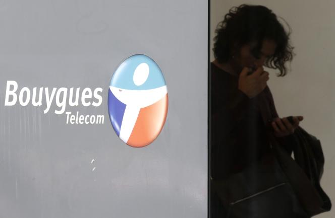Dans une boutique Bouygues Telecom, à Paris, le 23 juin 2015.