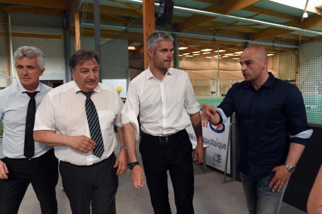 Laurent Wauquiez en campagne électorale pour la présidence de la région Rhône-Alpes-Auvergne le 4 juin 2015.