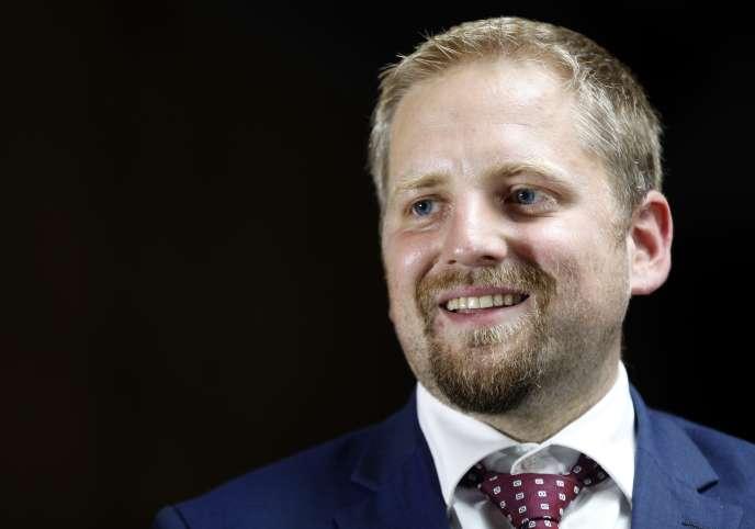 Le Tchèque Vit Jedlicka, président autoproclamé du Liberland, lors de son intervention le 20 juin au siège du Parti libéral démocrate à Paris.