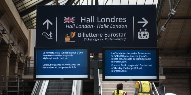 Un migrant égyptien qui tentait de prendre clandestinement un train Eurostar à destination du Royaume-Uni a été électrocuté, mercredi 29 juillet, gare du Nord à Paris.