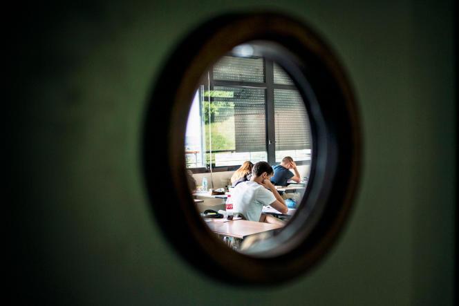 Des élèves passant l'épreuve de philosophie du bac, le 17 juin 2015.