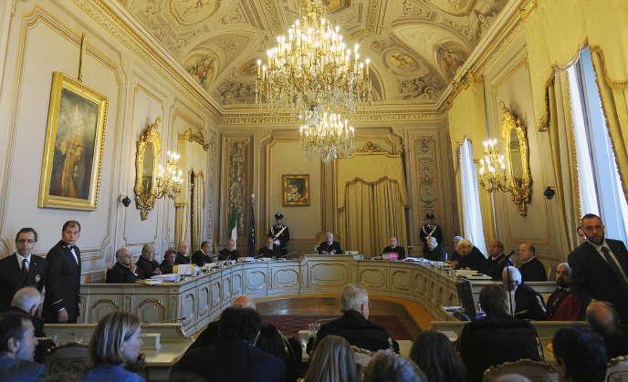 La cour constitutionnelle italienne a jugé le gel des salaires des fonctionnaires illégitime.