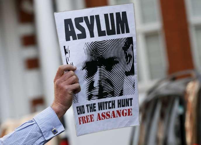 Manifestation de soutien à Julian Assange devant l'ambassade d'Equateur à Londres, le 19juin.