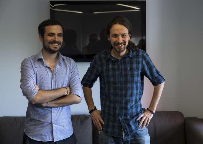 Le leader de Podemos, Pablo Iglesias (à droite) et celui de Izquierda Unida, Alberto Garzon, le 24 juin à Madrid.