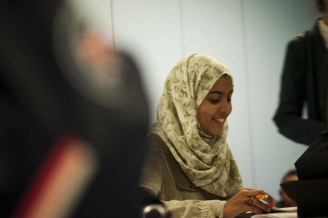 Dina, prof d'histoire-géographie et bénévole à Excelsior