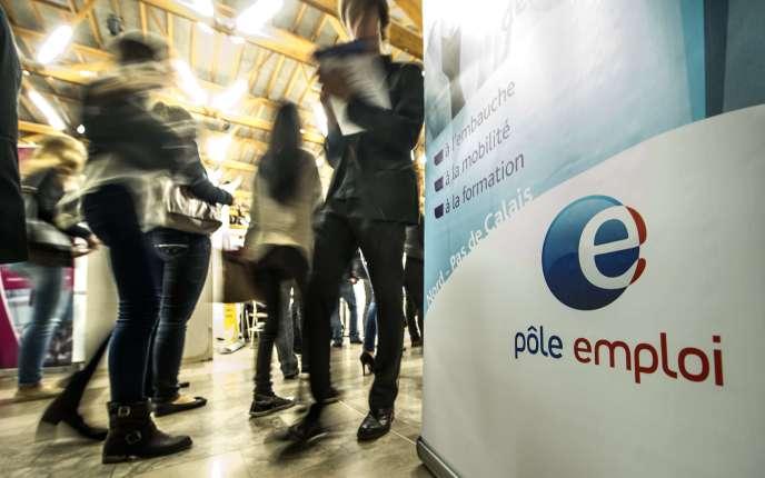 Un stand Pôle emploi lors d'un salon pour l'emploi à  Villeneuve-d'Ascq, le 30 septembre 2014.