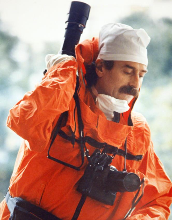 Cette photo de 1986 montre le photographe Igor Kostin dans le costume de protection utilisé pour se rendre sur les lieux de l'explosion du 4e réacteur de Tchernobyl.
