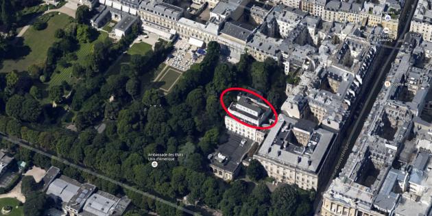 Vue aérienne du toit de l'ambassade américaine à Paris.