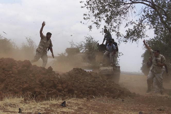 Des soldats de l'Armée de libération syrienne, le 25 juin à Deraa, en Syrie.