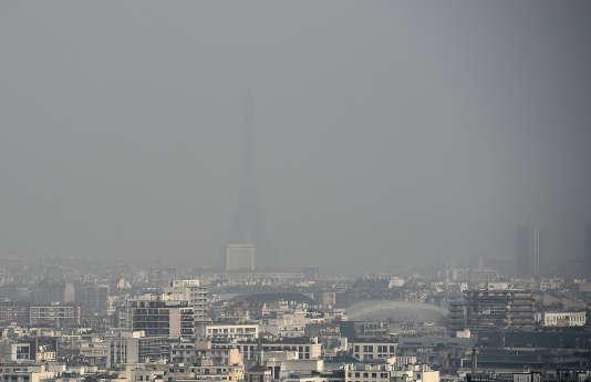 Un pic de pollution à Paris, le 18 mars 2015.