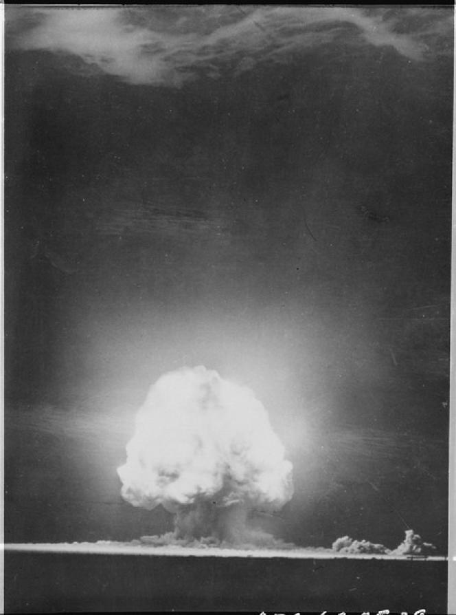 Premier essai nucléaire de l'histoire à Los Alamos, Alamogordo, Nouveau-Mexique aux Etats-Unis, le 16 juillet 1945.