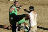 Du sable, des coups et, parfois, un ballon : voilà la recette du calcio florentin.
