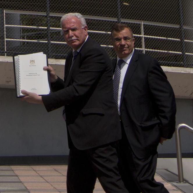 Le ministre des affaires étrangères palestinien, Riyad Al-Maliki, devant la Cour pénale internationale, à La Haye, le 25 juin.