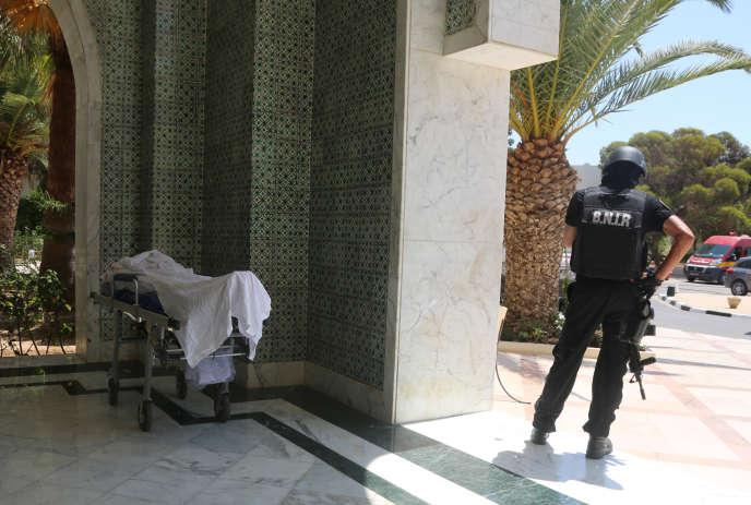 Un homme a ouvert le feu vendredi dans un hôtel en bord de mer près de Sousse, tuant 39 personnes dont des Britanniques avec une arme qu'il avait cachée dans un parasol.