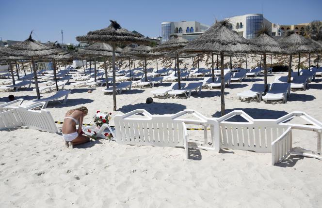 Sur le lieu de la tuerie à Sousse en Tunisie, le 27 juin.