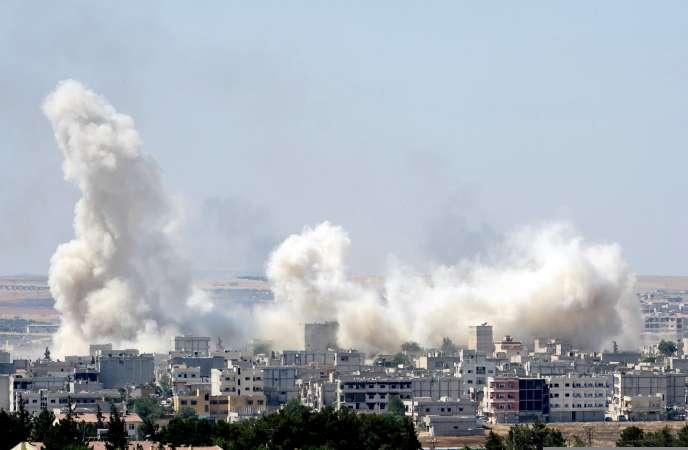 Les combats à Kobané vus depuis la frontière turque, le 27 juin.