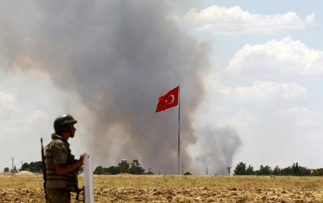 Selon la presse turque, M. Erdogan et le premier ministre Ahmet Davutoglu auraient demandé au chef d'état-major d'intervenir en Syrie.