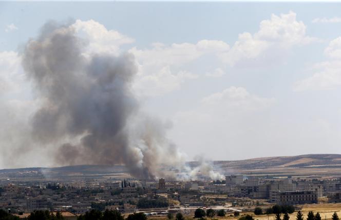 La situation reste très tendue vendredi à Kobané, où des djihadistes étaient retranchés dans des immeubles et utilisaient des civils comme boucliers humains.