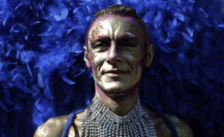 Comme dans les autres défilés, la Gay Pride de Barcelone, en Espagne, était une occasion de se déguiser pour les participants.