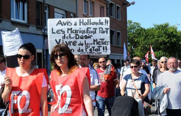 Dans le défilé à Calais, le 27 juin.