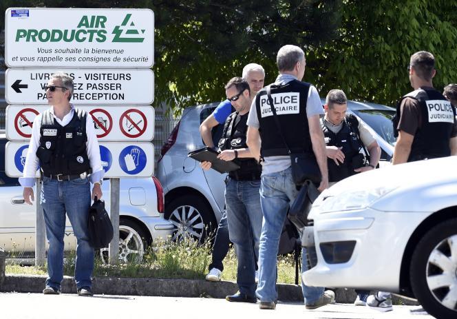 L'assaillant de Saint-Quentin-Fallavier a été identifié comme Yassin Salhi, 35 ans, connu pour ses « liens avec la mouvance salafiste ».