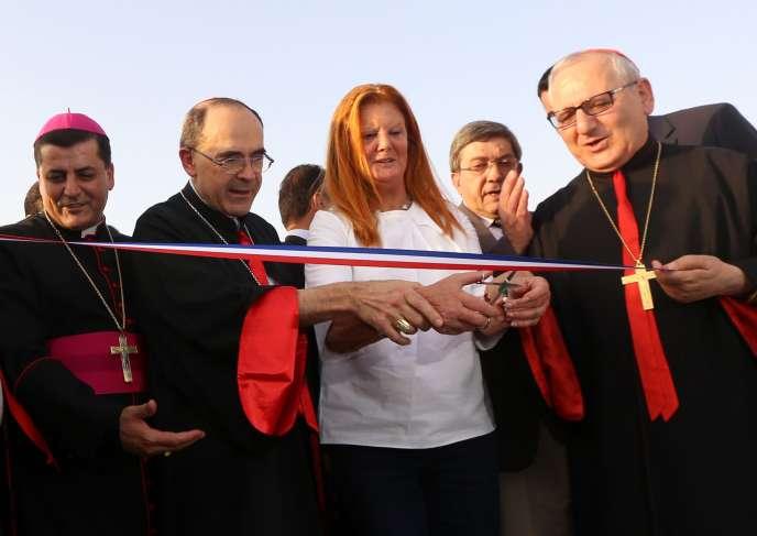 Le 28 juin, le patriarche Louis Sako (à droite) s'est rendu en Irak pour inaugurer l'école Saint-Irénée qui accueillera des enfants irakiens qui ont fui les violences de Mossoul.