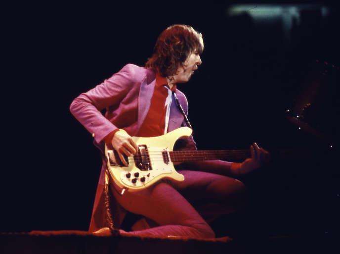 Le chanteur et bassiste britannique Chris Squire en concert en 1979.