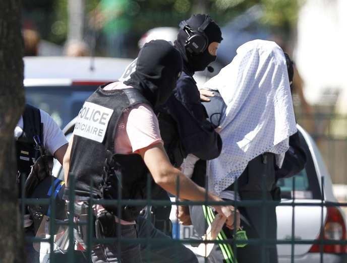 Yassin Salhi, suspect de l'attaque meurtrière dans l'Isère, près de son domicile dimanche 28 juin.