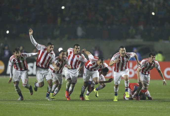 Les joueurs du Paraguay célèbrent leur victoire face au Brésil en quarts de finale de la Copa America, samedi 27 juin.