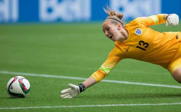 La goal anglaise Siobhan Chamberlain . Les Anglaises se sont qualifiées pour les demies finales du Mondial de foot féminin face au Canada, samedi 27 juin.